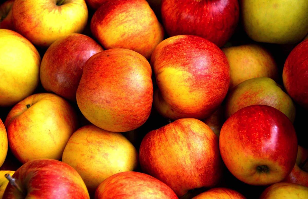 Viele Äpfel liegen auf einem Haufen. ©CC0, Pixabay